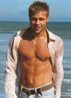 Want to look like Brad Pitt, the sexiest hollywood celeb. Read Brad Pitt Gym workout and diet plans to start transforming yourself into a Celebrity. Brad Pitt Shirtless, Shirtless Actors, Brat Pitt, Raining Men, Good Looking Men, Famous Faces, Famous Men, Belle Photo, Gorgeous Men