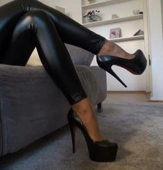I luv these sexy heels and the leather leggings Very High Heels, Platform High Heels, Black High Heels, High Heels Stilettos, High Heel Boots, Stiletto Heels, High Heels Plateau, Talons Sexy, Leggings And Heels