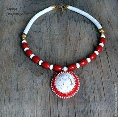 Купить колье из коралла и кахолонга - белый, красный, коралл, кахолонг, бисер, вязание с бисером