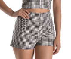 """These vintage style high waist pin up shorts in a black and white gingham print will be sure to get your heart swooning. Pair these with the matching sweetheart bow tie top to make a retro """"play set"""" look. Short Outfits, Spring Outfits, Rockabilly Outfits, Gingham Shorts, New Wardrobe, High Waisted Shorts, Vintage Fashion, Vintage Style, Autumn Fashion"""