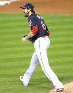 Tribe's Andrew Miller reacts to striking out Cubs David Ross to end bases loaded in the 7th Indians won 6-0