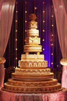 12 Huge Tall Wedding Cakes Photo - Big Elegant Wedding Cakes, Big Wedding Cake and Wedding Cake Ideas / snackncake Large Wedding Cakes, Extravagant Wedding Cakes, Bling Wedding Cakes, Metallic Wedding Cakes, Square Wedding Cakes, Luxury Wedding Cake, Wedding Cake Photos, Amazing Wedding Cakes, Wedding Cakes With Cupcakes
