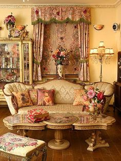 Victorian living room by Michal Negrin