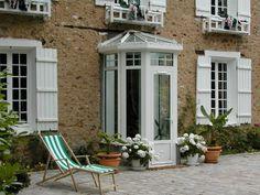 The veranda illuminates the interiors! - Trendy Home Decorations Porch Doors, Back Doors, Windows And Doors, Bow Windows, Sas Entree, House Front Porch, Front Porches, Trendy Home, Fixer Upper