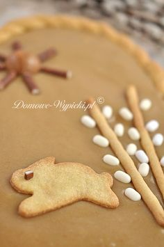 Mazurek chałwowy Easter Recipes, Dessert Recipes, Polish Desserts, Gingerbread Cookies, Sweets, Cooking, Biscuits, Bakken, Gingerbread Cupcakes