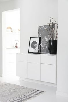 Dwelling Style Floor Strategy - How To Purchase A Home Layout Flooring Approach? 35 Tidy And Stylish Ikea Besta Units Home Design And Interior White Chest Of Drawers, White Chests, Hallway Inspiration, Interior Inspiration, Home And Living, Living Room, Nordic Living, Scandinavian Home, White Decor