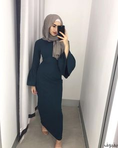 Hijab Styles 614741417857542221 - Our fav girl in our fav Emerald Belle sleeve dress. Now online and in-stores. Source by raissathequeen Hajib Fashion, Modern Hijab Fashion, Hijab Fashion Inspiration, Islamic Fashion, Abaya Fashion, Muslim Fashion, Modest Fashion, Fashion Outfits, Fashion Pants
