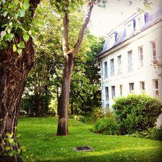 La campagne à #Paris #private #garden in #Montmartre #summer