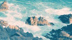 """""""Le Versos & Controvérsias"""": Poem A Day- O MarDesafio #PHpoemaday, #Poemaday, #OMar, #Dia10 """"Que eu seja como mar Que mesmo em minhas enormes tempestades encontre calma Que eu saiba guiar os barcos que navegarem em mim  Que eu molde as pedras que se colocarem em meu caminho Que eu seja inspiração para alma De toda uma multidão, ou pra quem estiver sozinho Que eu me espelhe no céu, e me reflita no mar dos olhos seus"""""""