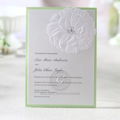 Captivating Embossed Flower Wedding por GiantInvitations en Etsy