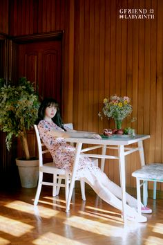 After yesterday's first teaser/concept photos, GFRIEND released another set of these for their upcoming comeback titled Labyrinth. Although the resolution isn't very big, there are many photos of each member, for a total of 26 photos. Gfriend Album, Dining Chairs, Dining Table, Photo Room, Gfriend Sowon, Photoshoot Images, Photo Images, Wishbone Chair, Outdoor Furniture