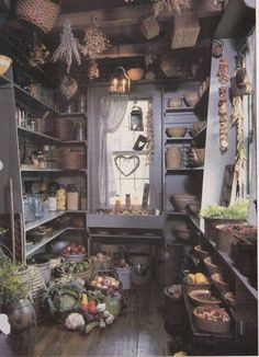 Here's where my inner hobbit comes out: pantries! I'd love a room like this to store a hoard of edible wonderfulness.