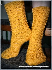 Keltaista pitsiä Knitting Socks, Knit Crochet, Ganchillo, Tutorials, Knitting Loom Socks, Sock Knitting, Crochet
