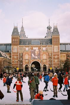 Het Rijksmuseum Amsterdam, meestal Rijksmuseum genoemd, is het grootste en belangrijkste rijksmuseum van Nederland.