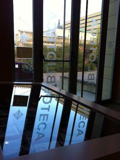 Puerta lateral Biblioteca