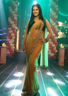 Sunny Leone Hot Promoting Ragini MMS 2 on Sets of Pavitra Rishta