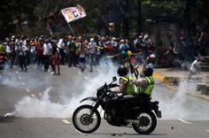 Van 325 arrestos durante manifestaciones de abril informa Foro Penal