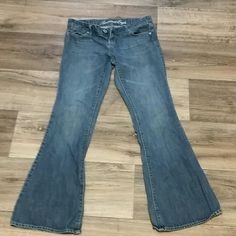 A.E. jeans 4 reg. In great condition cute just too big no signs of wear American Eagle Outfitters Jeans Flare & Wide Leg