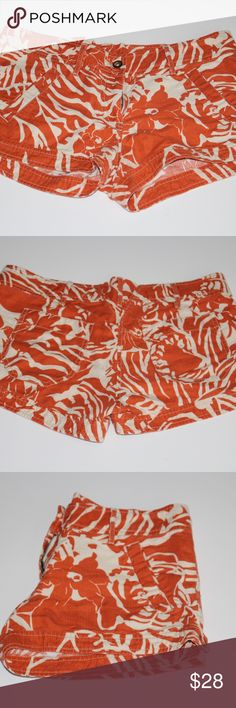 French Connection Hawaiian Pattern shorts size 10 Great condition. Slight fading and signs of wear. I did have to replace the button see pictures. I think they look better with the wooden button I put on :) 100% soft cotton. Very comfortable. French Connection Shorts