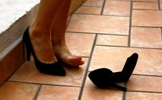 Utilizar tacones altos a diario perjudica la salud de nuestros pies. ¿Cuáles son…