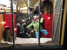 #visualmerchandising #vm #windowdisplays #retail #retaildesigns #sportenthusiast #ski #skishop #chalk #chalkboard #creative #chalkart #art