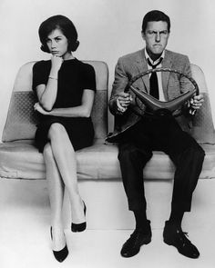 A stunning approx) photo of Dick Van Dyke as Rob Petrie and Mary Tyler Moore as Laura Petrie in The Dick Van Dyke Show. Laura Petrie, Mary Tyler Moore Show, Lights Camera Action, Celebs, Celebrities, Drawing People, Pose Reference, Classic Hollywood, American Actress