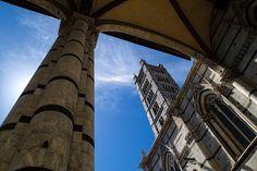 Fuori dal Duomo - Foto di Pavel Lesnik su Flickr - https://www.flickr.com/photos/pavel_lesnik/26553277032/ - #Siena #DuomoDiSiena