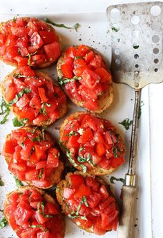 Best Tomato Recipes Perfect Bruschetta - Simple, fresh, and seriously amazing. This is the best bruschetta I've ever had! Appetizer Dips, Yummy Appetizers, Appetizer Recipes, Fresh Tomato Recipes, Spinach Recipes, Easy Bruschetta Recipe, Tomato Bruschetta, Tapas, Bruchetta