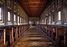Library designed by Michelangelo. Biblioteca Medicea Laurenziana at the Basilica San Lorenzo, Florence Michelangelo, San Lorenzo Library, Historical Architecture, Art And Architecture, Beautiful Architecture, San Lorenzo Firenze, Beautiful Library, Library Design, Toscana