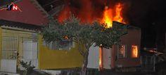 Residência é destruída durante incêndio