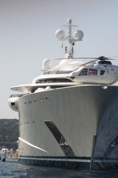 Yacht and personal helicopter Yacht Design, Super Yachts, Big Yachts, Speed Boats, Power Boats, Cool Boats, Billionaire Lifestyle, Yacht Boat, Private Jet