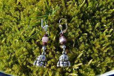 Ohrringe - Ohrringe mit kleinen Buddha und Halbedelsteinen - ein Designerstück von wollkaethe bei DaWanda