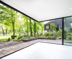 Villa Bloemendaal 1 is located in the luscious green surrounding of Park Brederode. Dream House Exterior, Dream House Plans, Glass House Design, Modern Tropical House, House Extension Design, Interior Windows, Craftsman Style House Plans, Lounge Design, House Extensions