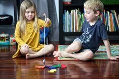 21 Brinquedos Educativos em Feltro para Fazer em Casa | Revista Artesanato Stuffed Animals, Toddler Birthday Gifts, Desk Gifts, Felt Kids, Educational Toys For Toddlers, Muslin Bags, Waldorf Toys, Handmade Felt, Toddler Toys
