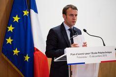 Avec Jeanne d'Arc, Macron attend des voix . Invité dimanche par le maire (LR) d'Orléans, l'ambitieux ministre de l'Economie a fait un parallèle entre son action et celle de la Pucelle, qui a «libéré les énergies». En toute modestie. Emmanuel Macron célébrant...