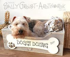 Hand-crafted wooden dog bed SMALL  par SallyGristArtwork sur Etsy