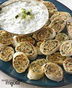 Take these Cheesy Greek Pinwheels to any summer concert or picnic. Made with tortillas, feta and spinach, these are the perfect snack for an outdoor gathering. Gourmet Appetizers, Best Appetizer Recipes, Appetizers For Party, Sandwich Appetizers, Lunch Sandwiches, Cold Appetizers, Italian Appetizers, Snacks Recipes, Sandwich Recipes