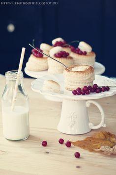 Blätterteigpasteten mit Puddingfüllung
