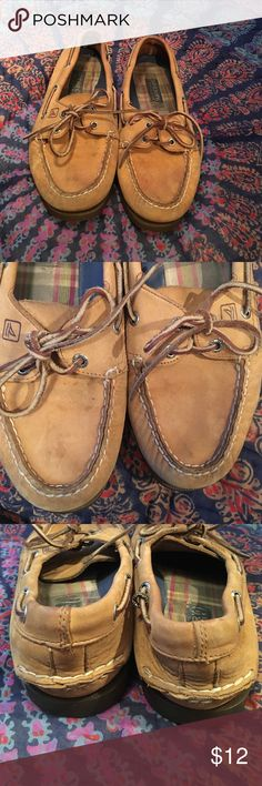 ❤Women's Sperry Top-Siders❤ in good used condition! some staining on front of shoe and the inside is slightly worn but there are no very noticeable stains or damage and they're extremely comfortable! Sperry Top-Sider Shoes Flats & Loafers