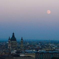Budapeste e a Lua vistas do Bastião dos Pescadores #malasepanelas #budapeste #lesteeuropeu #hungria #viagem #ferias #latergram #2007 #viagememfamilia #lua #moon #skyline