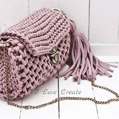 Идеальная сумочка для идеального понедельника Сумочка-бочонок в стиле бохо Размер 30*19*9 Цена 750 грн без подкладки, 850 грн с подкладкой Для заказа Viber/direct, 099 28 58 726 #handmade #crocheting #crochetbags #bags #trend2017 #bohostyle #i_love_create #madeinukraine #вяжуназаказ #сумкиручнойработы #дизайнерскиесумки #сумкивналичии #сумкиназаказ #сумканацепочке #модныесумки #сумкабохо #куплюсумку #кроссбоди #мода #заказатьсумку #украина #киев #скоровесна #подаркиручнойработы