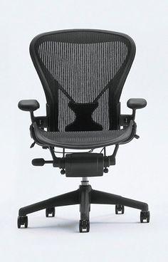 """Aeron Chair de Herman Miller La silla giratoria Aeron, de la casa Herman Miller, es sin duda una de las sillas de oficina más cómodas del mundo.  El trenzado del asiento, una malla fabricada con """"Pellicle"""", un material sintético muy resistente, permite la circulación del aire, evitando la acumulación de calor y la sudoración... http://www.topdeq.es/topdeq/ProductDetail.action?Ntk=All_es&R=8797180067841&N=0&Ntt=aeron"""