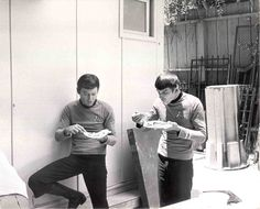 Star Trek B.B.Q. photographic proof (not that I needed any) that actors will happily eat off of paper plates while standing up.