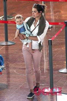 Charlotte with son Raphäel - August 2014 - oggi.it