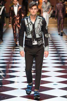 Sfilata Moda Uomo Dolce   Gabbana Milano - Autunno Inverno 2019-20 - Vogue.  Moda PrimaverileModa Di AutunnoModa UomoPrimavera EstateAttrezzaturaStili  ... abb4c07d769