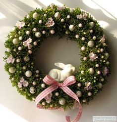 Attractive DIY Easter Wreaths that looks Fancy & Captivating - Ethinify Diy Spring Wreath, Diy Wreath, Easter Wreaths, Christmas Wreaths, Christmas Decor, Happy Easter Banner, Arte Floral, Easter Crafts, Halloween