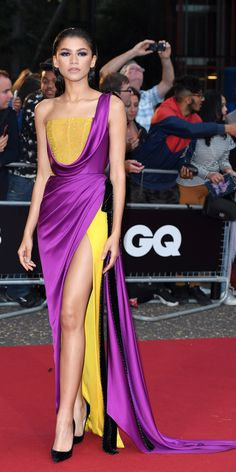 Look of the Day - Zendaya attended the GQ Men of the Year Awards in a regal Ralph & Russo gown and Christian Louboutin pumps. Award Show Dresses, Gala Dresses, Red Carpet Dresses, Evening Dresses, Couture Mode, Style Couture, Couture Fashion, Mode Zendaya, Zendaya Style