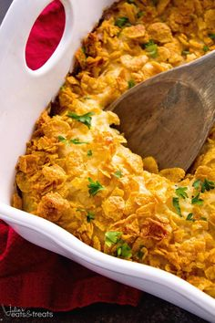 Cheesy Hash Brown Chicken Casserole ~ Your Favorite Cheesy Hash Brown Casserole In a Main Dish! Comforting Casserole Loaded with Hash Browns, Cheese, and Chicken Perfect for Dinner! Chicken Hashbrown Casserole, Cheesy Hashbrowns, Hash Brown Casserole, Cheesy Chicken, Chicken Recipes, Boneless Chicken, Recipe Chicken, Chicken Ideas, Bon Appetit