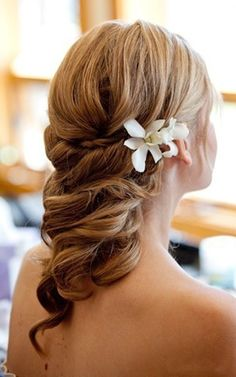 Wedding hair- This is very different but still elegant. I like it!