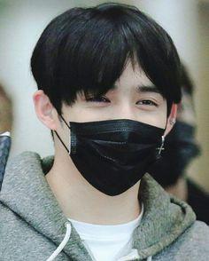 Sumpah eyesmile'nya manis banget  coba kalo maskernya dibuka, gula gue langsung naik lah Mbak lemah sama yang manis manis gini  #scoups #seventeen #seungcheol #choiseungcheol © summer walk